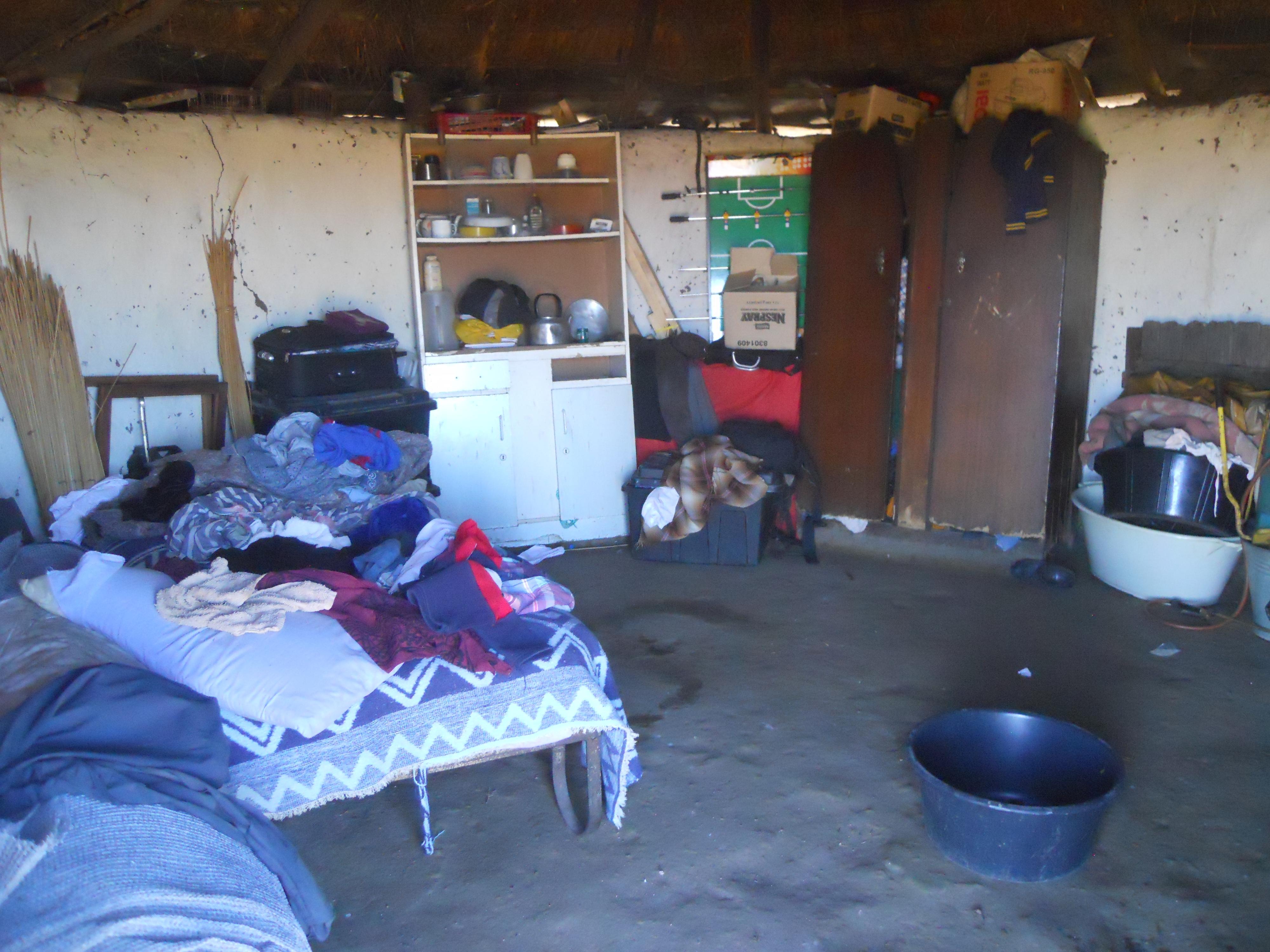 16 - Ndengane - Interno di una Casa tradizionale, 2012